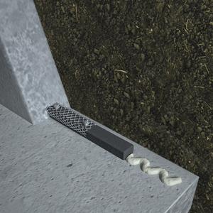 Detaliu montaj corect al cordonul bentonitic Bentobar+ cu Adeziv de fixare și Grilaj metalic de protecție pe rosturile tehnologice
